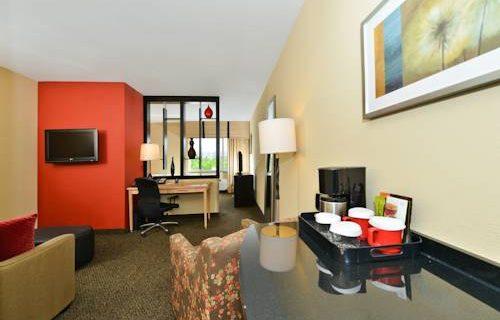 Cambria Hotel Suites FtLauderdale suite