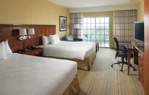 Courtyard Marriott Fort Lauderdale Aiport / Cruise Port bedroom