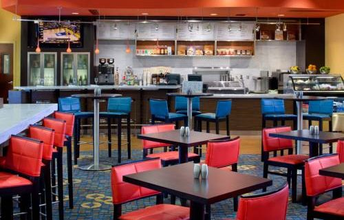 Courtyard Marriott Fort Lauderdale Aiport / Cruise Port breakfast lunch