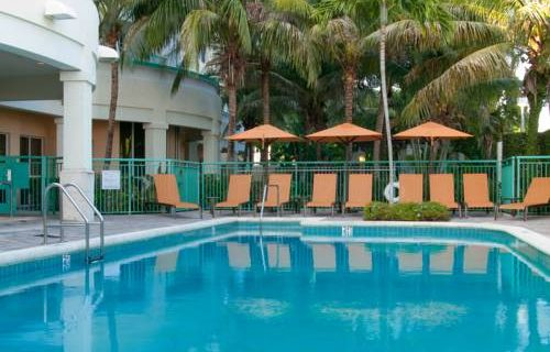 Courtyard Marriott Fort Lauderdale Aiport / Cruise Port pool 2