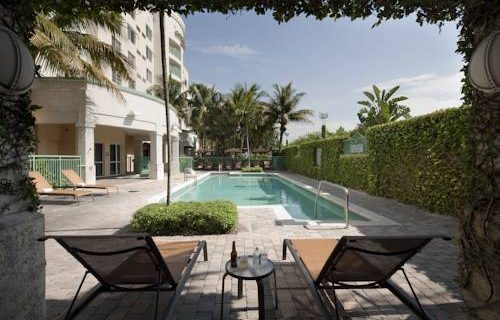 Courtyard Marriott Fort Lauderdale Aiport / Cruise Port pool
