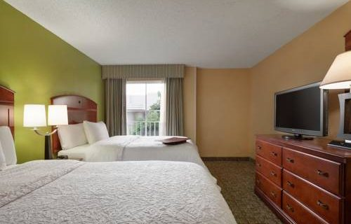 Hampton Inn Suites FtLauderdale Airport bedroom