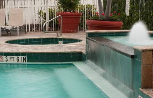 springhill-suites-ftlauderdale-airport-pool-jacuzzi